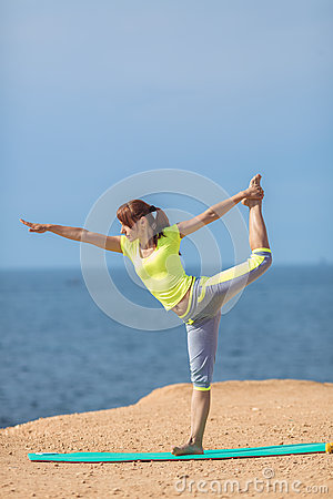 Free Woman Yoga. Series. Outdoor. On The Seashore Royalty Free Stock Images - 37486549