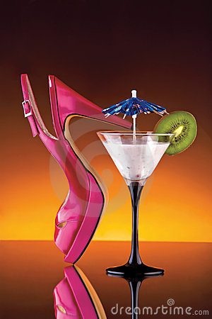 Free Womans Shoe And Cocktail Royalty Free Stock Photo - 7617665