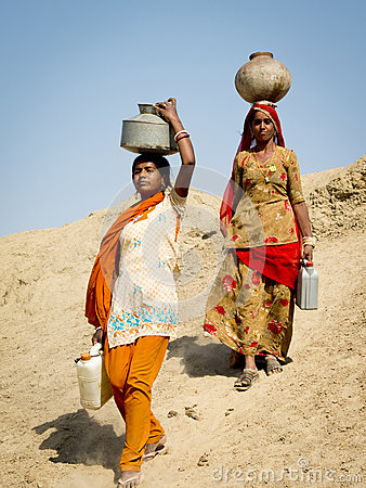 Free Women Carrying Water On The Head. Royalty Free Stock Photo - 30631615