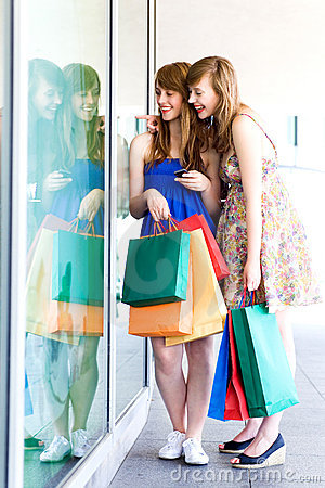 Free Women Looking In Shop Window Royalty Free Stock Images - 15460969