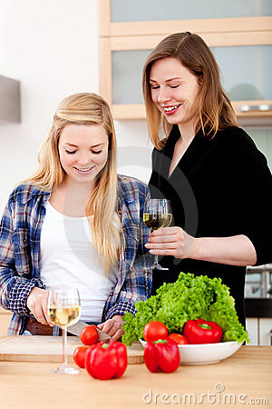 Women making a healthy dinner