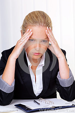 Women with migraine in office