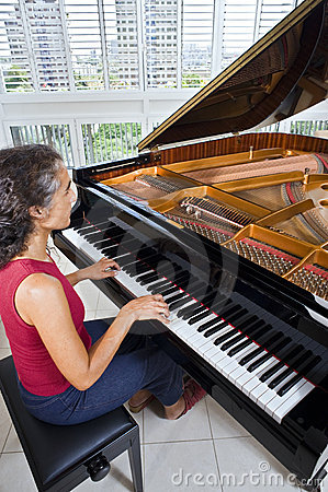 Women pianist