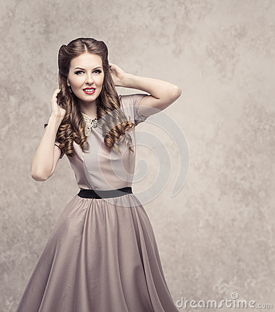 Free Women Retro Beauty Hairstyle, Fashion Model In Vintage Dress Stock Photography - 88358942