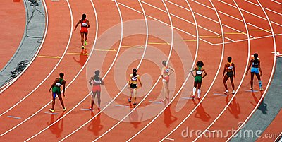 Women Standing On Race Track While Preparing For A Run Race During Daytime Free Public Domain Cc0 Image