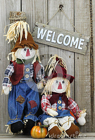 Free Wood Welcome Sign Hanging On Wooden Fence By Boy And Girl Scarecrows Stock Image - 42112501