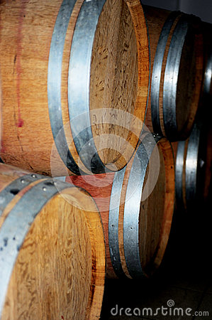 Wooden barrel cask for wine