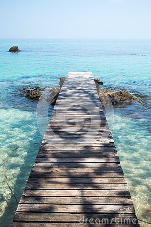 Free Wooden Bridge To The Sea Stock Images - 77834684