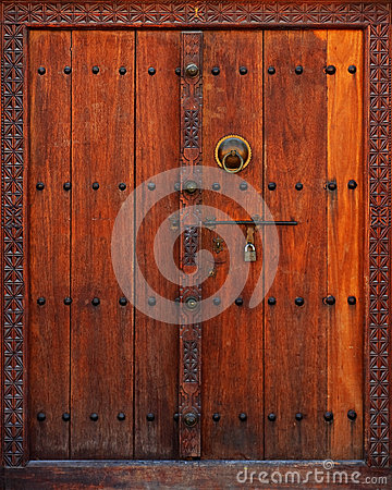 Free Wooden Door With Carved Frame Royalty Free Stock Photos - 25840798