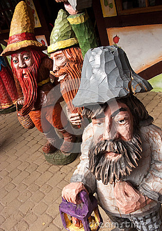 Wooden dwarves