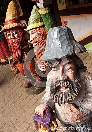 Wooden dwarves