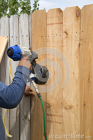 Free Wooden Fence Fixing Royalty Free Stock Photos - 56335158