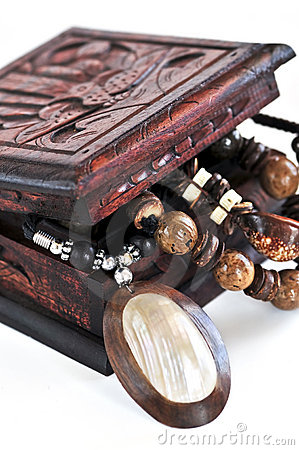 Free Wooden Jewelry Box Royalty Free Stock Image - 8294026