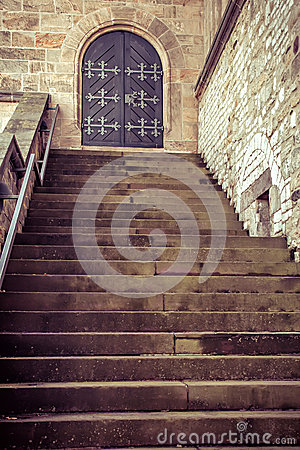 Free Wooden Old Door And Steps Royalty Free Stock Photo - 33564135