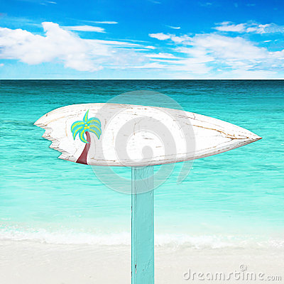 Free Wooden Signboard On The Beach Stock Images - 47124844