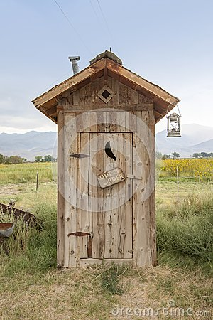 Free Wooden Toilet Shed Royalty Free Stock Photo - 109618025