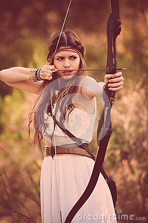 Free Woodland Hunter Woman With Bow And Arrow Stock Image - 45873871