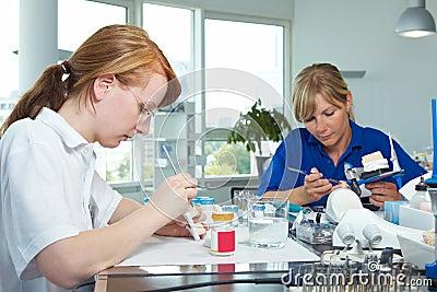 Work in a dental laboratory