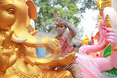 Worker colouring Ganesh idol in hyderabad, India Editorial Stock Image