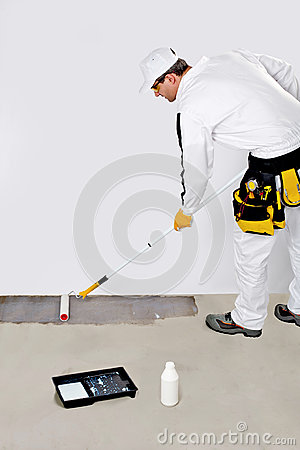 Worker paint with primer concrete
