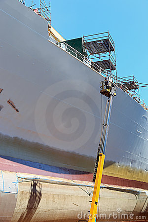 Free Worker Painting Of The Ship Stock Photos - 19971693