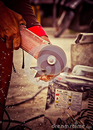 Free Worker Using A Small Grinder For Cutting Metal Royalty Free Stock Image - 32824936