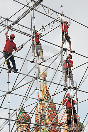 Free Workers Fix Holiday Decoration On The Red Square In Moscow. Stock Photos - 70741723