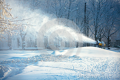 Working snow cannon