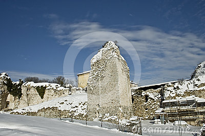 Works on the ruins in the snow