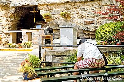 Worshipper do Grotto