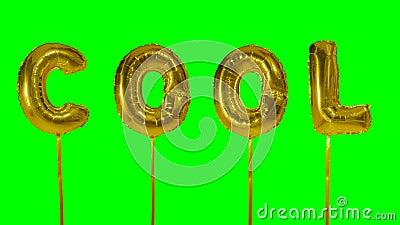 Wort kühl von den goldenen Ballonbuchstaben des Heliums, die auf grünen Schirm schwimmen - stock video footage