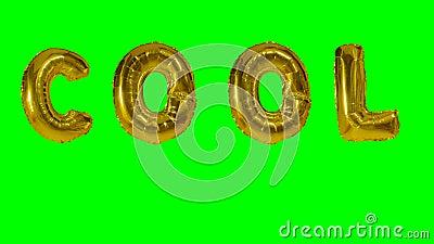 Wort kühl von den Heliumgoldballonbuchstaben, die auf grünen Schirm schwimmen - stock footage
