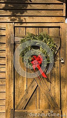 Free Wreath On Barn Door Stock Photos - 3750263