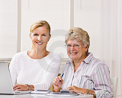 Writing för kvinna för kontrolldotterhjälp hög
