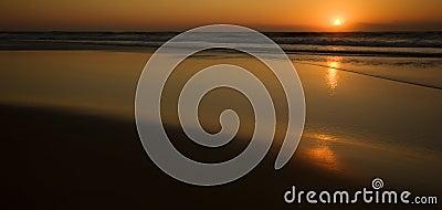 Wschód słońca nad ocean