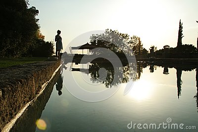 Wschodu słońca pływacki basen