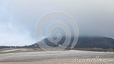 Wzgórze w mgle - CZAS LAPSE zbiory