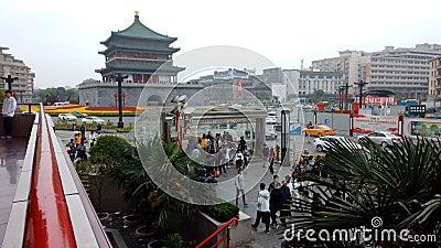 XI'AN, CINA - 21 aprile 2019: Lasso di tempo del campanile vicino di Xi'an di traffico video d archivio