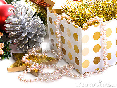 Xmas box with pearls