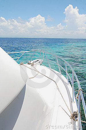 Free Yacht And Island Stock Photography - 7025042