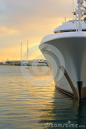 Free Yacht Bow Royalty Free Stock Photography - 35991177