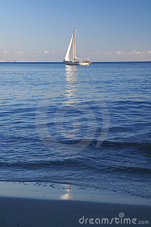 Free Yacht Sailing On Sea Royalty Free Stock Images - 12894799