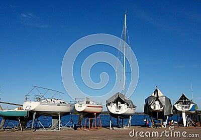 Yachts sur un amarrage