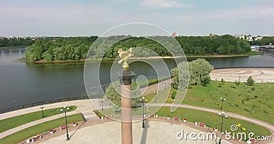 Yaroslavl, Russland Strelka Park, Monument 1000 Jahre Jaroslavl und Himmelskathedrale, Luft, Flug stock video footage