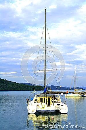 Yatch de lujo en la isla de Langkawi Foto de archivo editorial