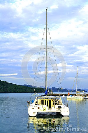 Yatch luxuoso na ilha de Langkawi Foto de Stock Editorial