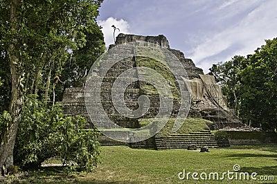 Yaxha - Maya Pyramide