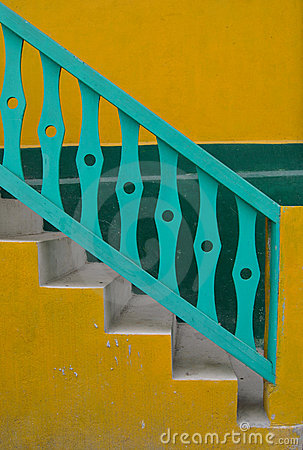 Free Yellow And Green Stairs Royalty Free Stock Images - 7969849