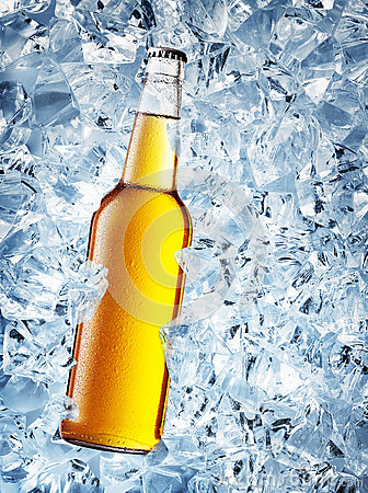 Free Yellow Bottle Of Beer With Drops Stock Photo - 75694810