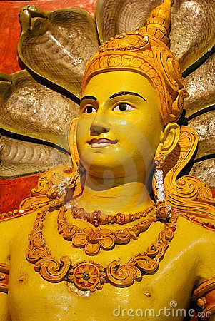 Free Yellow Buddha And Snakes Stock Photography - 3007212